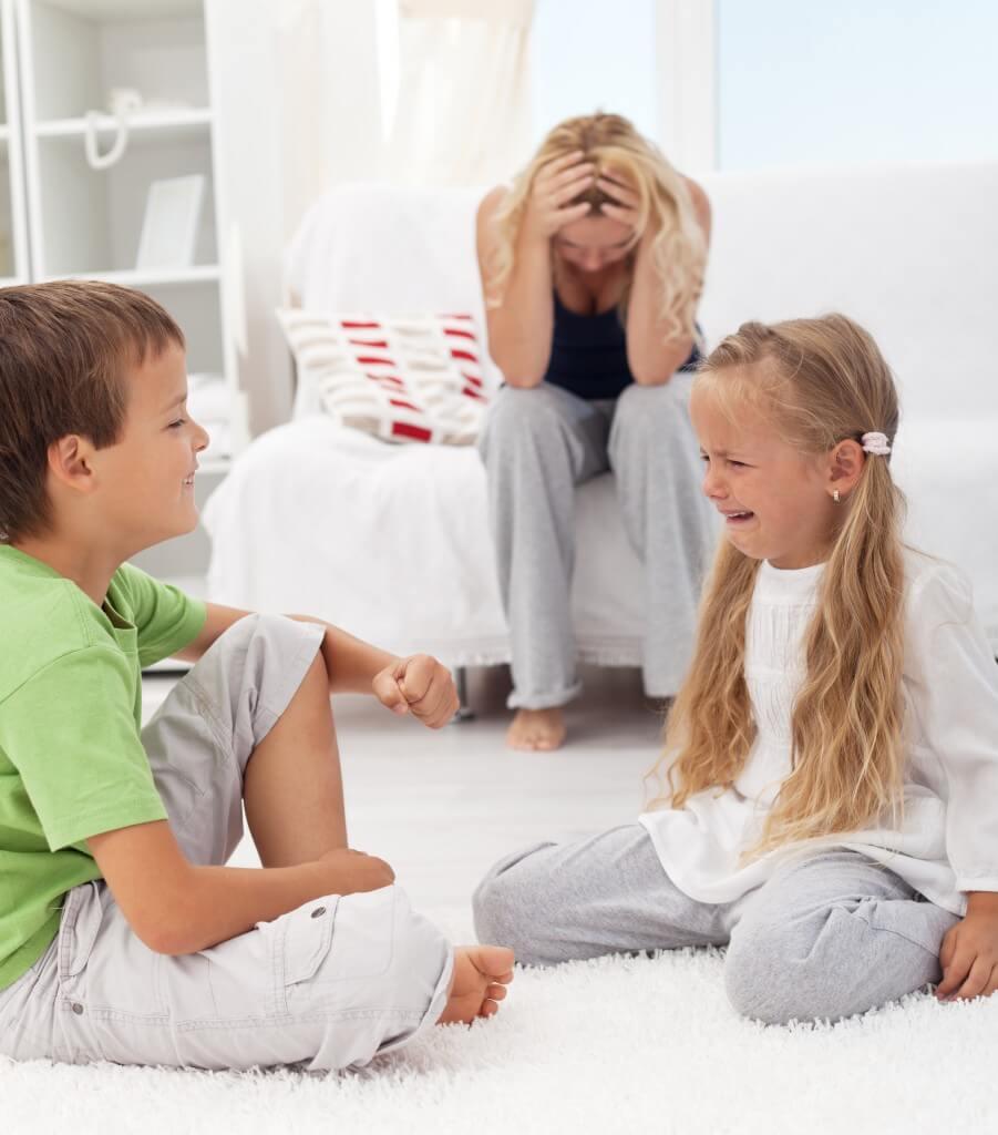 niños discutiendo