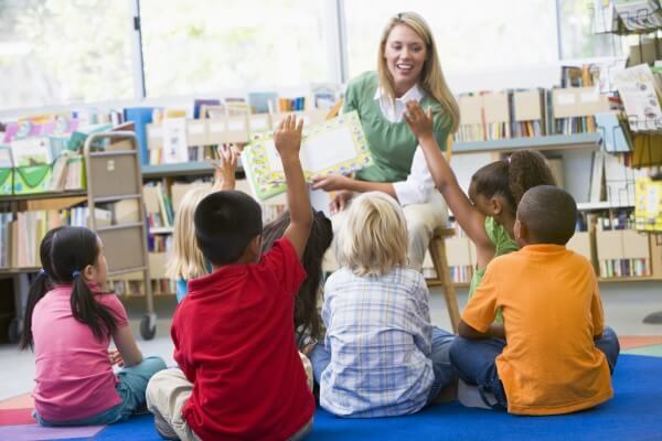 Contar cuentos en clase ayuda a fomentar la imaginación