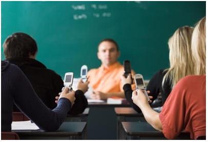 La restricción del uso del móvil ayuda a los mejorar los resultados escolares