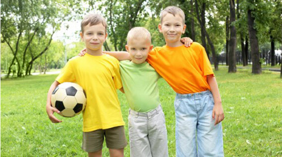 niños hacer deporte