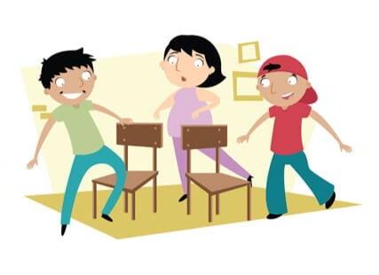 Juegos tradicionales recuperemos nuestros juegos de la for Sillas para jugar a la play
