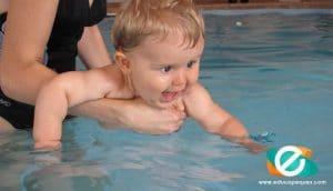 Beneficios de enseñar a nadar a un niño
